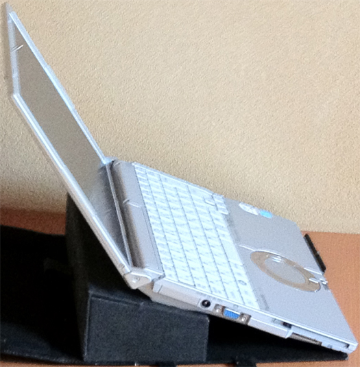ノートPC傾斜箱1